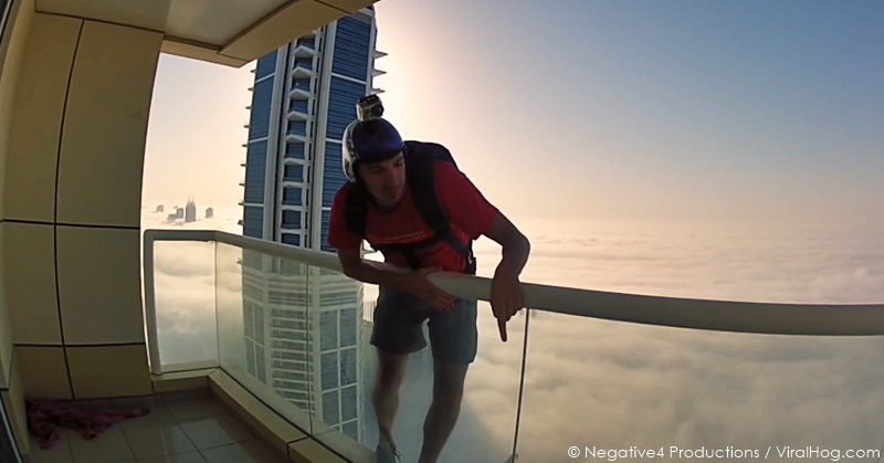 base-jumper-dubai-tower-extreme